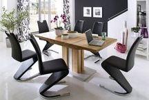 Esszimmer / Dining room / Alles rund um das gepflegte Speisen – vom Tisch über Stühle und Sitzbänke bis zu stilvollen Dekoration. / Tables, chairs, benches and decoration – enjouy your meal!