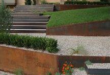 Schody; Murki; / Mała architektura ogrodowa stosowana przy większych różnicach terenowych - murki, skarpy, schody; retaining walls, stairs, walls;