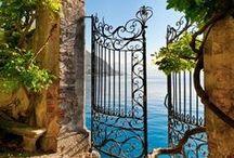 Ogrodzenia; Bramy; Płoty; / Wszelkie bariery oddzielające lub wydzielające wnętrza ogrodowe; Gates, fence and walls