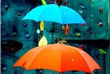 Rain Umbrella Photography / A selection of photography ideas with rain umbrellas & parasols.