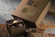 Collection Aquacao / Retour aux origines. De l'eau naît l'audace. Création authentique et pure. Volupté tout en légèreté.  L'audace d'une ganache aux cacaos d'origine et d'une gelée à l'infusion de fèves de cacao.