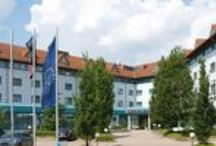 H+ Hotel Stuttgart Herrenberg / Im H+ Hotel Stuttgart Herrenberg (ehemals Ramada Hotel Stuttgart-Herrenberg) warten komfortable Zimmer und großzügige Studio-Suiten auf unsere Gäste.