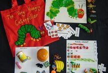 verteltassen en -tafels/ literacy bags/displays / Ideeën om m.b.v. prentenboeken en bijbehorende figuurtjes de kinderen het verhaal te laten na vertellen/spelen