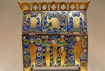 MuseoPics photos of Medieval Limoges Enamel Artefacts Antiquities / Photos of the beautiful Limoges medieval Enamel artefacts. From Limoges reliquaries to Limoges crosiers, this is a Limoges connoisseurs board