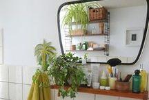 mid-century bathroom.