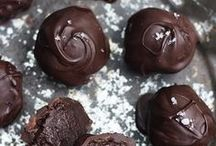 Chocolate and Candy Recipes / Treats to make you happy.