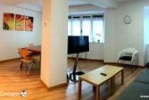 Apartamento SUPERIOR GORSEN / Con una capacidad para 4/6 personas está situado junto a la Pensión.   A 300 metros de la Playa de la Zurriola en el barrio de Gros.  Dispone de 2 dormitorios, 2 baños, salon-comedor con TV Pantalla Plana, cocina completa.  Adaptado a personas con movilidad reducida.  Conexión a Internet WIFI GRATIS.  PRECIO ESPECIAL OTOÑO: 100€/DÍA (4 PERSONAS)  RESERVAS: +34 634 288 816 O info@pensiongrosen.com