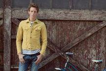 Wiosna - lato 2014, dla mężczyzn / Nowy sezon w Lee to świeża paleta barw, nowe wyprania i wysokiej jakości tkaniny. Paleta barw całej kolekcji ewoluuje od bieli i zanikających wyblakłych białości aż do głębokich błękitów i – wreszcie - odważnych letnich pasteli. MOVE YOUR LEE!