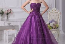 Fashion : Gorgeous Dresses and Gowns / I think all these are absolutely beautiful and so elegant.  Maybe not something I would be able to wear (figure-wise etc), but that doesn't mean I can't admire them anyway.  Imagine if we all regularly attended an event at which we could wear one of these stunning gowns or dresses.