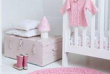 Inspiration Dusty Pink nursery / Inspiratie Oud-roze babykamer / Meisjes babykamer, naturel, pastel, oud roze, hout, lief. Nursery babygirl dusty pink organic biologisch