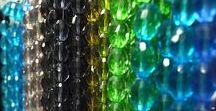 Cristales / Conoce nuestra variedad de este hermoso material para Bisutería Fina, tenemos Cristal Checo, Victoria, Fashion Ice entre muchos otros.