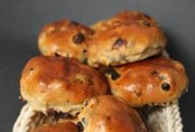 CURRANT, RAISIN BUNS