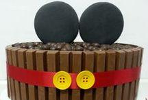 MICKEY MOUSE CAKE DESIGN - Bolo decorado Mickey Mouse / Bolo Kit Kat do Mickey Mouse #mickeymousecake, #kitkatcake
