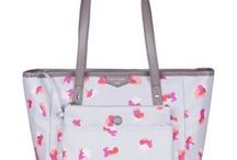 Cute Baby Girl Diaper Bags / The board features most cute baby girl diaper bags you can find online today. Baby bags for girls come in countless designs and styles, so the choice can be quite difficult. Also not only pink diaper bags are suitable for baby girls - there many more options there!