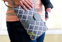 Clutch Diaper Bags | DIY Diaper Clutches / Clutch diaper bags are so practical when you don't need to take all your baby's necessities. Feeling crafty? You can make one yourself with DIY diaper clutches tutorials!