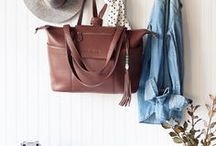 Unisex Diaper Bags | Best Gender Neutral Bags / Looking for a unisex diaper bag? Here are most popular choices of gender neutral diaper bags. Yol'll find backpacks, totes and other styles made of leather and canvas. They come in black, grey and brown, so dads will have no problem with toting them around!