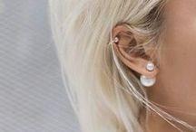 Double Dots by Karma / Double dots zijn hot en happening. Een oorbel met een kleine dot als voorkant en een mooie grote bol aan de achterkant. Fashionable and trendy! Geïnspireerd op de trend van Dior!  Silver 925 Double Dots. Trendy and Fashionable. With preciosa Crystal or sythetic pearls.