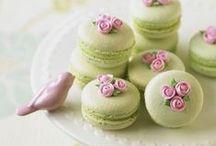 sladkosti - sweet / sweet cakes, macaroons, muffins, ice creams ...