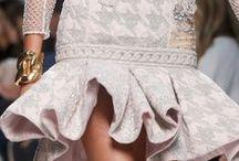 Summer 2014-2015 / Estamos em Outubro de 2013 e os desfiles com as tendências para o próximo verão já se fizeram deslumbrantes na Europa, obviamente que aqui no Brasil queimaremos tendências. Tendências essas que seriam inspirações só para o Verão 2014 já usamos no Verão 2013 na mania brasileira de antecipar as trends! Fashionistas de plantão * ) / by Melina Carpenedo