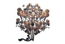Michaël Cailloux - l'artista entomologo / Disegna insetti e uccelli che diventano elementi décor per wallpaper e bijoux da parete.