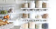 Kitchen Organization / Simple kitchen organization ideas to get your kitchen organized from top to bottom!