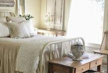 Bedroom / Beautiful feminine bedroom designs and decor ideas.