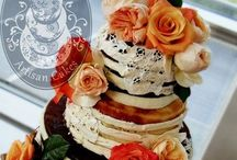Naked Cakes / Naked Cakes perfect for rustic and vintage weddings.