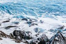 VOYAGE   Islande / L'Islande, cela faisait un moment que l'on rêvait d'y aller. Découvrir ses paysages sauvages, ses cascades, ses geysers, ses sources chaudes et ses aurores boréales. Marcher sur la plage noire de Vik ou sur le glacier de Jokulsarlon. Se balader à Reykjavik et découvrir le slow-travel. Quoi faire en Islande en été et en hiver, le cercle d'or, où manger, où dormir pendant une semaine ou lors d'un road-trip de plusieurs jours.