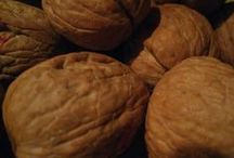 Walnuts and nutrition / A collection of recipes including walnuts.