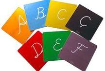 El Yazısı Harf Kartları, El Yazısı Alfabe Kartları / El yazısı alfabeyi öğrenmek için tasarlanmış el yazısı harf kartları, alfabemizdeki 29 harfi de kutunun içinde barındırmaktadır. Okuma yazma öğrenmeye destek olan eğitici kartlar