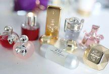 Coleção Miniatura de Perfume / Muito amor nesses frasquinhos tão pequenos e tão delicados que mais parecem uma jóia !