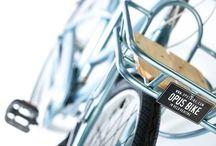 Vélos O-O°' / L'engouement de notre époque pour le cycle ne peut  pas s'expliquer que par l'aspect écologique qu'il revêt. Bien plus qu'une simple alternative au véhicule à moteur polluant le vélo est une source de plaisir qu'on ne peut pas mesurer. Du vélo de ville, au vélo de course, au vélo tout terrain en passant par le bmx et le single speed dit fixie, etc tout y est ...   / by Stéphane D.