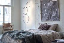vtwonen ❥ SLAAPKAMER / Het inrichten van een slaapkamer is een hele uitdaging. Kies je voor romantisch, klassiek of juist industrieel? Bepalend voor de sfeer zijn de kleuren en materialen. Hier vind je stylingideeën voor opgewekte, warme en sfeervolle slaapkamers. Zo hoeft wakker liggen helemaal geen straf te zijn.