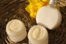 Cremas / Cremas ligeras realizadas con aceites y mantecas de calidad biológica. Desde faciales, de manos o para todo el cuerpo!