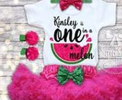 Watermelon Birthday / Watermelon themed first birthday ideas that will inspire parties for your baby girl.  You'll find outfits with your baby's name, decor and cake ideas, watermelon balloons, and other photo inspiration to help you celebrate her 1st birthday.