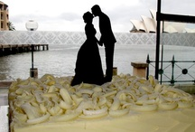 Wedding Cakes that make you gasp! / If I didn't control myself, I'd have 5,000 pins on wedding cakes. I remember when wedding cakes were just made of fruit cake covered with white fondant..not any more! Let your creative juices flow.
