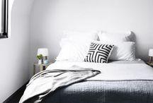 Mooi Goed // Bedroom / bedrooms in black and white