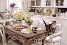 Gathering around the table / Ideas for dinning in the kitchen