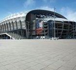 Stadiony / Kostka brukowa Polbruk na terenach wokół stadionów. Polbruk w miejscach, w których dzieje się coś ważnego