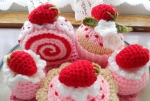 Yummy Crochet / I feel hungry just looking at these marvelous creations / by Sammy Field