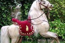 Cavalli a dondolo e da giostra / Cavalli di legno, o  a dondolo antichi
