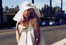 70's Fashion / Historia kołem się toczy, a moda powraca. Zobacz modne ubrania stylizowane na lata 70. Sprawdź, co jest modne w stylu lat 70. w stylizacjach dla kobiet i wyglądaj oryginalnie na co dzień!  70's Fashion, 1970's Fashion & Style, 70's Fashion Trends, 70's Costumes, 70's Clothes, 70's Clothing, 70's Outfits, Vintage Outfits, Vintage Style, Women's Vintage 70's Trends