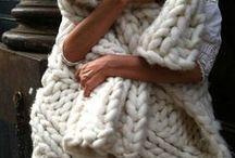 Knitted inspiration / Inspiracje z włóczki do domu i do szafy! Zobacz włóczkowe inspiracje, takie jak ubrania z wełny, dywany z włóczki, poduszki z włóczki, wełniane stylizacje ze swetrami z włóczki i wiele innych uroczych pomysłów.   Knitted Inspiration for Women, Knitted Clothes, Knitted Clothing, Knitted Sweaters, Knitted Accessories, Knitted Carpets, Knitted Pillows, Knitted Lamps