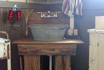 Cabin Bath Decorating Ideas / Unique ideas for designing and decorating a cabin bathroom or a lodge-themed bath at home!