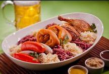 Pratos típicos / Confira nossa seleção de pratos típicos da culinária alemã. Quer uma dica? Vai ser difícil não ficar com água na boca e querer todas! ;)