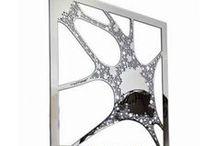Miroirs / Retrouvez les miroirs design Robba Edition.Chaque miroir est le résultat de la création des designers, J.C. de Castelbajac, J.M. Massaud, G. Ghion...