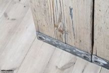 Die Gerüstküche / Küchenarbeitsplatte aus gebrauchten Gerüstbohlen, 45mm, geschliffen, gewachst. Unterbauschrank Sperrholzplatte, 18mm, weiß Fugenfüller grau Waschbecken rund, Emaille weiß Maße: L 1830 x B 560 x H 850 mm - DIE MÖBELHAUEREI - www.moebelhauerei.de