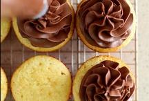 Cake: Inspiration/Tuts / by Kiki H.