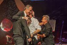 Hombres G entregan premio especial a Juan y Medio en el FesTVal de Vitoria - Gasteiz 2014