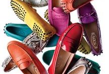 TOD'S Woman / Tod's Group is an Italian company which produces shoes and other leather goods, and is presided over by businessman Diego Della Valle. It is most famous for its driving shoes.
